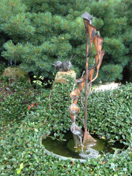 Wasserstelle Im Garten brunnen miniteich vogeltränke wohin wasser im garten gehört